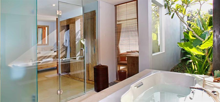 Large-Bathrooms-with-Tub